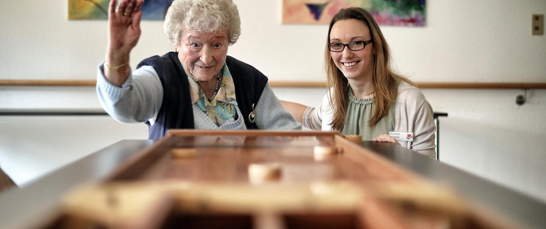 Lebendiger Alltag im Seniorenzentrum – Spiele